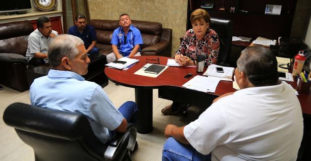 03 ATIENDE AYUNTAMIENTO DE LOS CABOS A REPRESENTANTES DE SITIO DE TAXIS..JPG