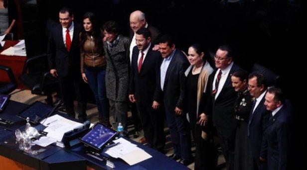 Abandonan-morenistas-escaños-del-Senado-para-irse-de-superdelegados-FOTO-Ricardo-Aldayturriaga-QUADRATÍN-_RAL5416-770x392-1-800x445.jpg
