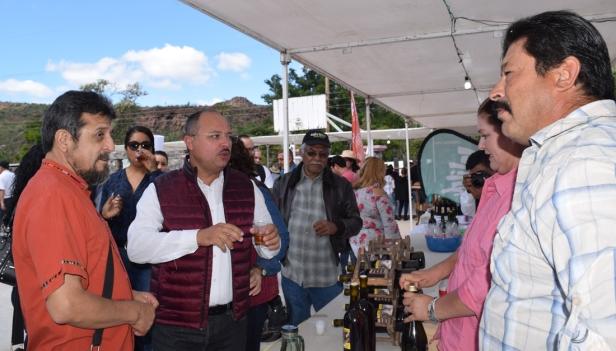 Con el segundo lugar de la Cata del Vino Misional Los Comondú 2018.jpg