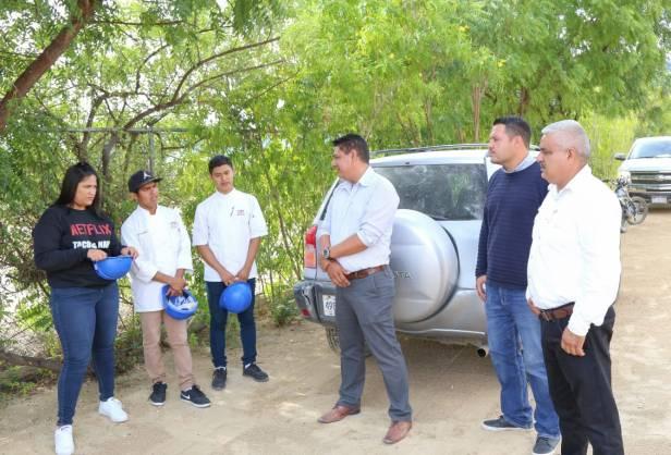 05 ESTUDIANTES DE LA UNIVERSIDAD MUNDIAL VISITAN RASTRO TIF LOS CABOS..jpeg