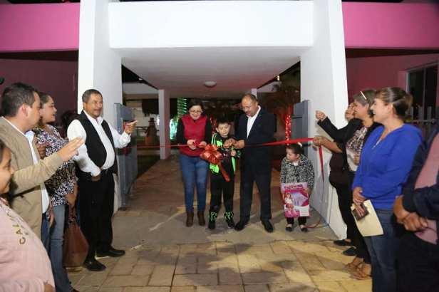 Autoridades inauguran la Villa Navideña en las oficinas del DIF Municipal1.jpg