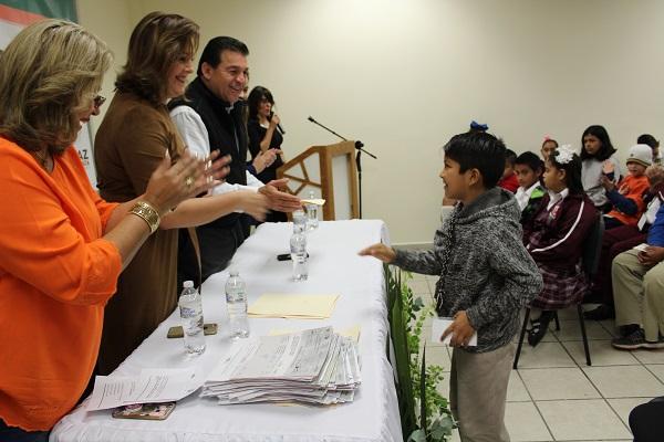 ENTREGA DE BECAS (3).JPG
