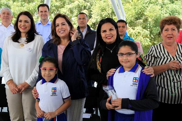 Celebra Alcaldesa Armida Castro voluntad y trabajo colaborativo en beneficio a la niñez de Los Cabos..jpg