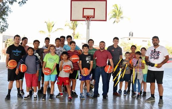 04 Instituto de la Juventud fomenta el deporte con entrega material a basquetbolistas ..