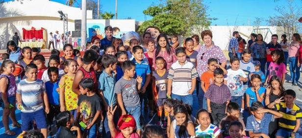 01 Celebran a madres y niños de la colonia Santa Ros.jpeg