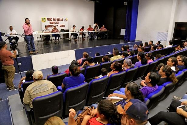 02 En Los Cabos más de 2 mil 800 alumnos se benefician con el Programa Municipal de Beca..JPG