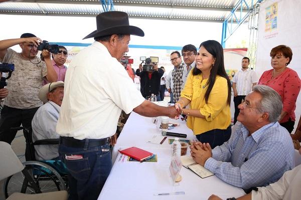 01 Reconocen habitantes de la comunidad de La Candelaria acercamiento del Gobierno de Armida Castro a sus comunidades ..