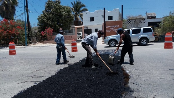 03 Continúa Gobierno Municipal asegurando la vida de peatones con Programa de Bacheo y Saneamiento