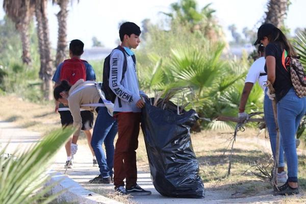 03 Gobierno, sociedad civil y comunidad estudiantil unidos por la limpieza del Estero Josefin.