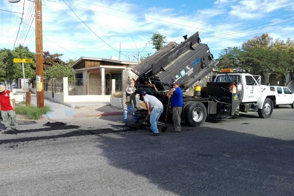 trabajos-de-bacheo-La-Paz--990x660.jpg