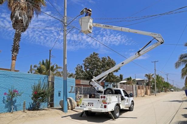 02 Servicios Públicos trabaja en más de 9 mil lamparas para mantener iluminadas las calles de Los Cabos.JPG