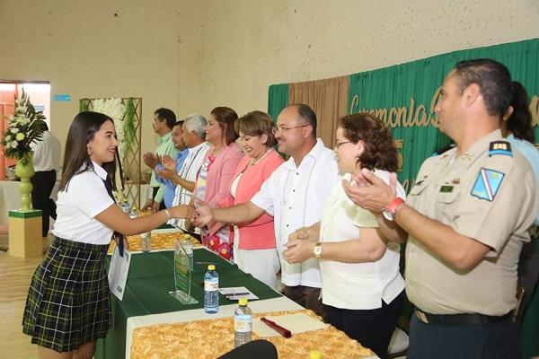 Alcalde Walter Valenzuela invitado de honor en la graduación del CBTa 294i