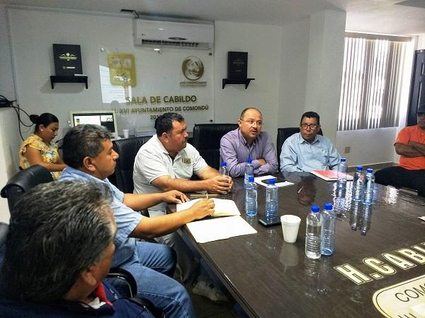 Encuentro del Alcalde Walter Valenzuela con personal del CETMAR2.jpg