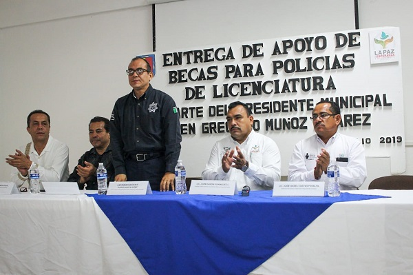 ENTREGA DE BECAS (2)