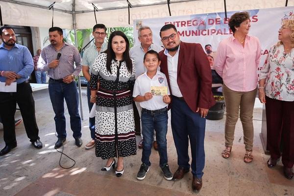 01 Beneficia Gobierno Municipal a casi 3 mil Estudiantes con Pago de Becas