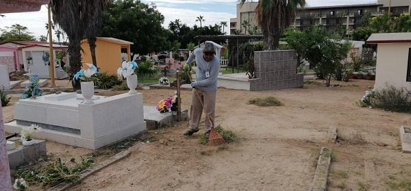 01 Gobierno Municipal realiza limpieza general en los panteones de San José del Cabo