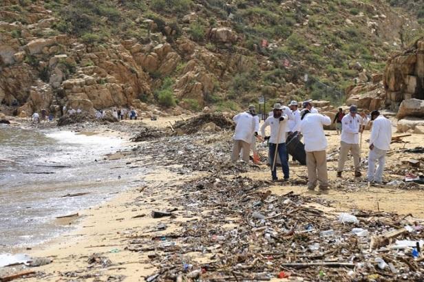 01 Unidos, Gobierno y ciudadanía de Los Cabos aseguran la limpieza de las playas afectadas.jpeg
