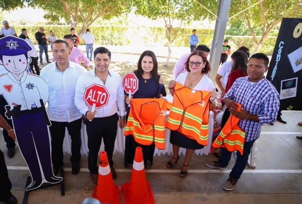 "02 Beneficia Gobierno Municipal a mil 170 alumnos con programa ""Alcaldesa Contigo y en tu Escuela""..jpeg"