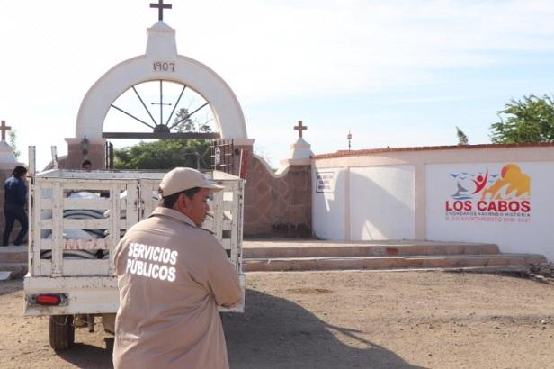 02 Casi listos para el Día de Muertos_ Servicios Públicos intensifica jornadas de limpieza en Panteones de Los Cabos ..jpg