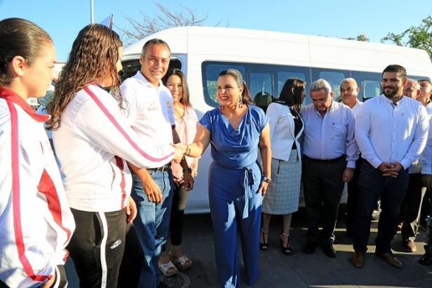 02 Nueva Unidad de Transporte beneficiará a Deportistas de la Zona Rural del municipio- Armida Castro,.JPG