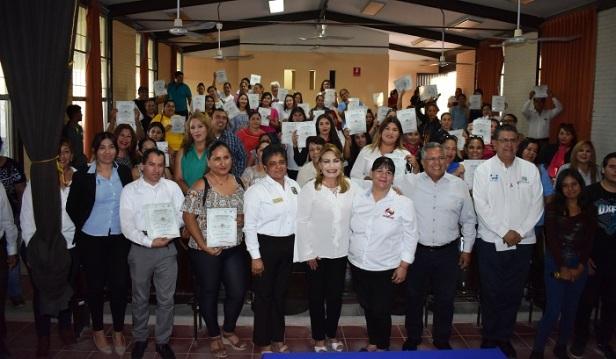 DIF Municipal y el ICATEBCS  clausuran  18 cursos de capacitacion.JPG