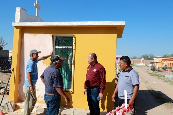 Dr. Walter Valenzuela supervisa los trabajos de limpieza en panteones municipales5
