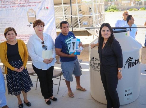 _01 Entrega alcaldesa Armida Castro 100 tinacos de 1,100 litros para beneficio de la ciudadanía de CSL .jpeg