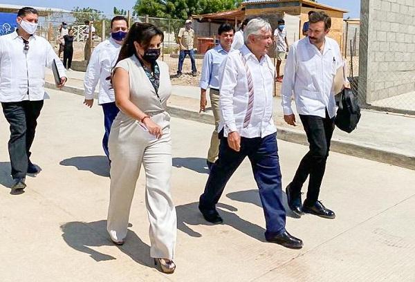 01 Ante gestiones de la alcaldesa Armida Castro, el presidente López Obrador comprometió la pavimentación de la avenida Nicolás Tamarál 2
