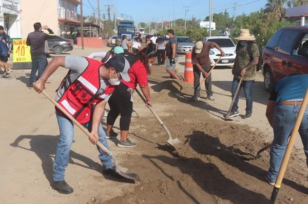 02 Con la colaboración de la ciudadanía y dependencias que integran la XIII Administración, limpian Avenida Los Cabos 03