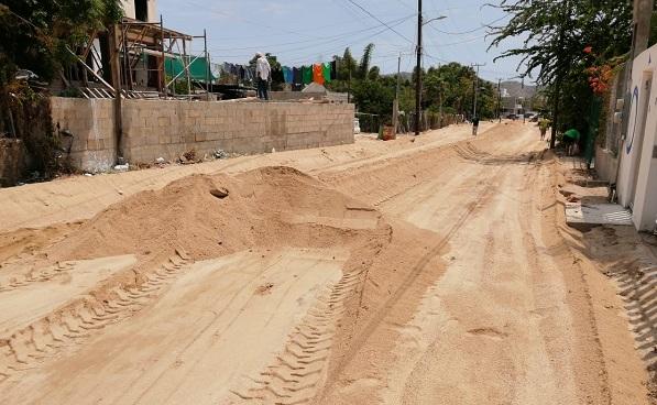 """03 Mantiene Gobierno de Los Cabos rehabilitación de calles y caminos afectados por """"Genevieve""""2.jpeg"""