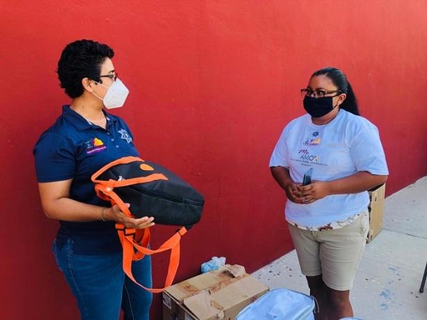 """06 A través del programa """"Mujeres Emprendedoras"""", Seguridad Pública Los Cabos entrega kits de belleza1"""