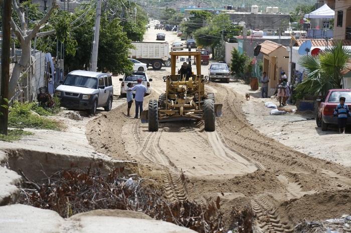 02 En el 2° año de Gobierno de la alcaldesa Armida Castro, se han rehabilitado más de 18 mil kilómetros de calles y caminos en Los Cabos (2)