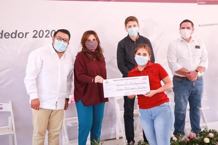 """01 Entregan medio millón de pesos a jóvenes de Los Cabos a través de """"Aguinaldo Emprendedor"""" (1)"""
