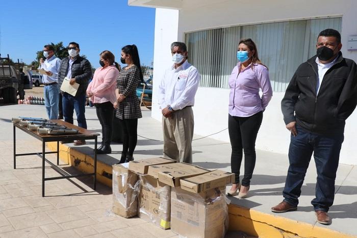 Alcalde y autoridades presentes en la entrega de apoyos del Fondo de Infraestructura Social Municipal